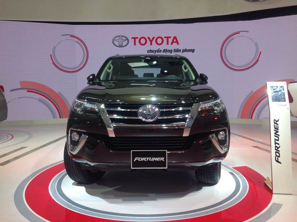b n t toyota fortuner 2 7v i 2017 nh p kh u nguy n. Black Bedroom Furniture Sets. Home Design Ideas